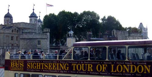 London-tower-bustour-500.jpg (29905 bytes)