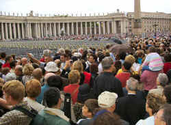 Papal-speech-crowd-David